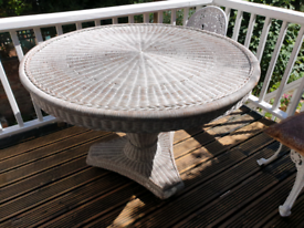 Round wicker dining / conservatory table