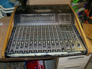 Peavey XR 1200 Powered Mixer - Powers up, untested