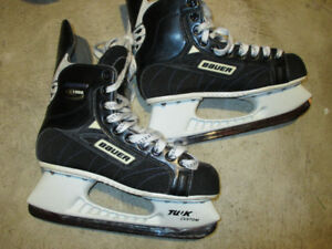 Youth Bauer Supreme 1000, size 6
