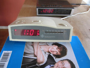 Two Alarm clock radios for sale Cornwall Ontario image 6