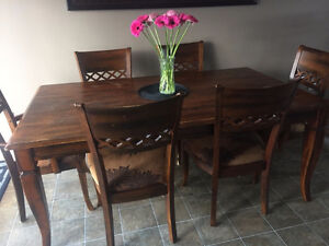 Well built dining room table with 8 chairs