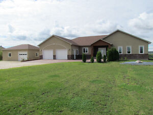 2.6 Acres Property with 4 Bedroom Home Minutes from Wpg