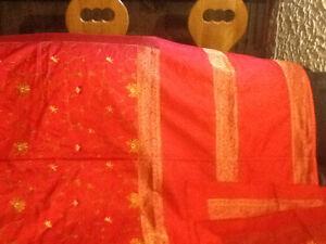 Couvre  lit iet couvre couette queen  neufs avec taies assortis