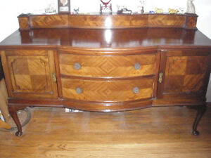 GORGEOUS QUEEN ANNE STYLE BUFFET