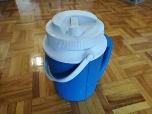 Vintage Rubbermaid insulated juice jug