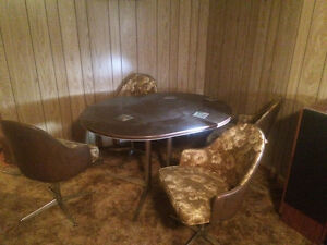 Retro Dining Table & 4 Swivel Chairs