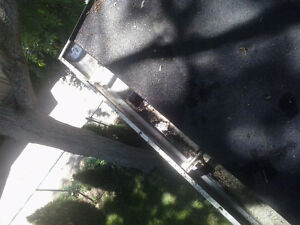 Eavestrough Cleaning/Fall Clean-ups! London Ontario image 1