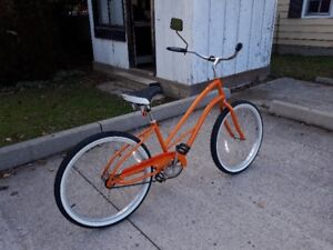 LADIES BIKE: ALMOST BRAND NEW:  MINT CONDITION