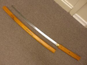 1 JAPANESE STYLE SAMURAI SWORD WITH WOODEN SCABBARD