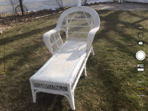 Antique white wicker chase lounge