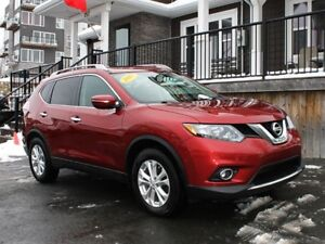 2015 Nissan Rogue SV / 2.5L I4 / Auto / AWD **Surefooted!**
