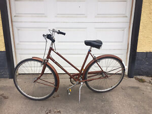 Vintage/retro 3-speed Raleigh Sport bike