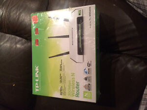 TP-Link wireless router 300mbps Peterborough Peterborough Area image 1