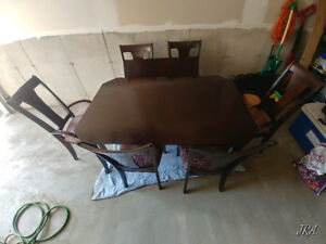 Large 6 seat table with insert great condititon