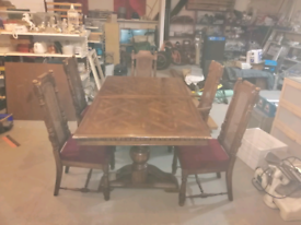 Top quality dining room table and 6 chairs. Extendable.