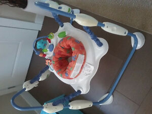 Baby saucers, bouncers, playsets