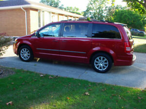 2010 Chrysler Town & Country touring Minivan, Saftied/e-tested