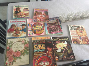 27 Wilton Cake Decorating Yearbooks