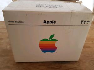 Apple IIc Computer VINTAGE