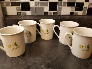 5 BEAUTIFUL PORCELAIN (LADY GOURMET COLLECTION) CUPS
