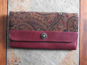 Women's wallet with great patterned material