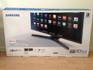 "** Samsung 40"" Smart LED 5200 series TV ** in an open box"