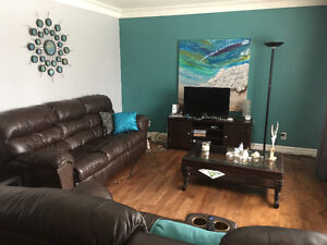 Mid June room 4 rent 4 FEMALE students/working quiet/clean