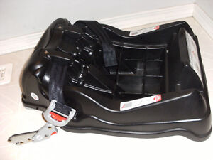 travel system stroller carrier carseat deals locally in calgary kijiji classifieds page 2. Black Bedroom Furniture Sets. Home Design Ideas