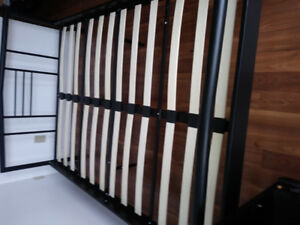 QUEEN MODERN,  SOLID METAL BED WITH SLATES IN MINT CONDITION