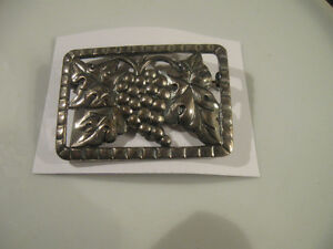 GORGEOUS OLD VINTAGE GRAPE DESIGN BROOCH with PEWTER-LIKE FINISH