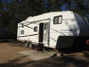 2007 fleetwood Pegasus fifth wheel 26.5' with bunks