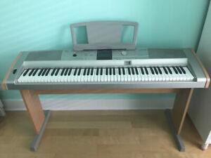 Piano électronique Yamaha DGX 505