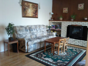 10 mins to LRT. Close to UofA Southgate. Clean, quiet home