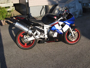 2001 yamaha yzf-600r6  fixer or parts bike