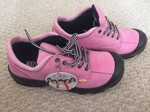 Pink work shoes (safety shoes)
