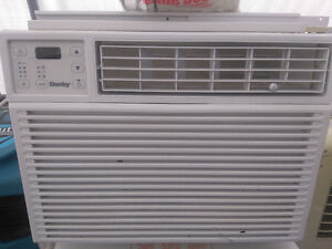 10000 BTU Air condtion  almost new comes with remote