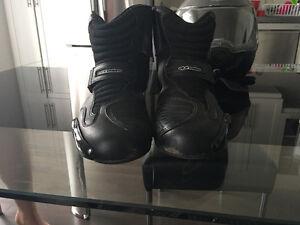 chaussure de moto unisexe( 45 de taille )