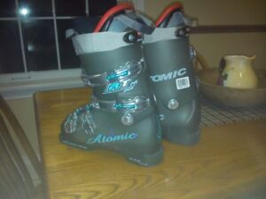Brand new Atomic FIS ski boots size 7 1/2 to 8.