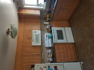 Full Kitchen Cabinets for sale 10 X 11 Kitchen With Appliances.