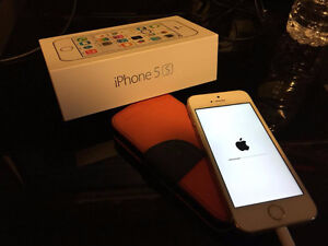 iPhone 5S 16GB Gold Edition / Mint Condition