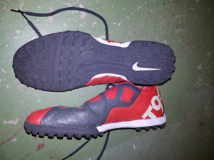 Nike T90 mens turf shoes (size 12)
