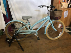 7speed Cruiser and indoor trading stand