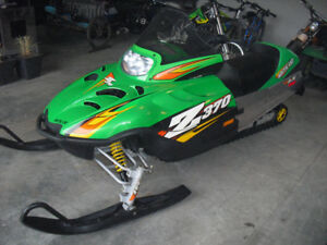 2005 Arctic Cat 370Z mint condition. less than 600Km