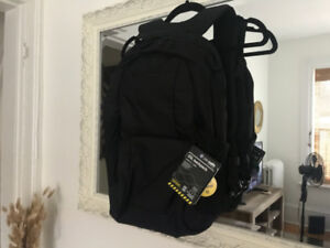 Brand new Pacsafe LS450 Anti theft 25L backpack.