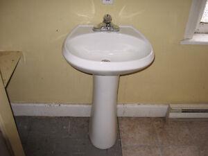 Pedestal Sink & Stand For Sale!