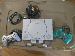 Sony Play Station 1 Gray Console with 2 controllers Memory Card