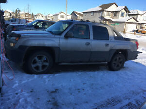 2005 Chev Avalanche for parts