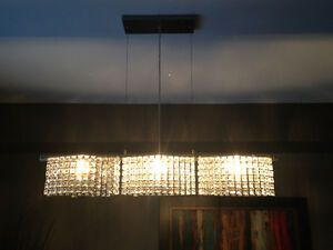 2 Chandelier-type lighting fixtures