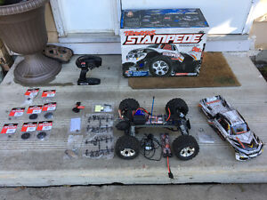 Traxxas Stampede RC (2wd - extra battery & parts)