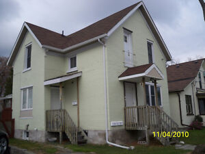 *Great One (1) Bedroom apartment in Kitchener, $925 INCLUSIVE